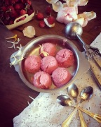 Crème glacée à la framboise sans sorbetière