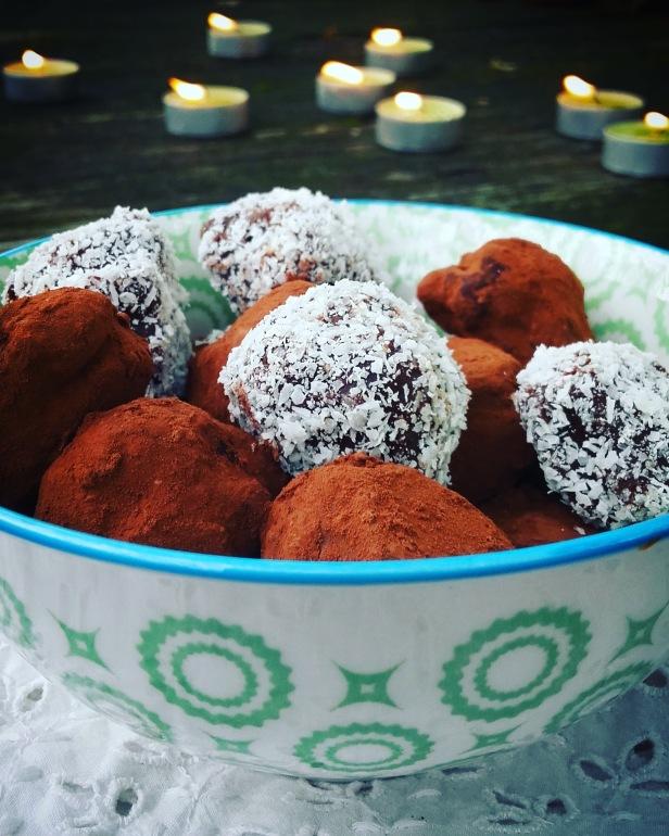 Gourmandise de Noël: truffes chocolat miel