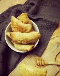 Mini chaussons aux pommes caramélisées au miel, Neufchâtel & noix