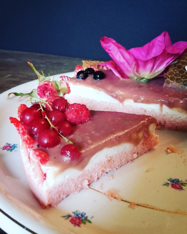 cheesecake des abeilles (miel, rose et fruits rouges)