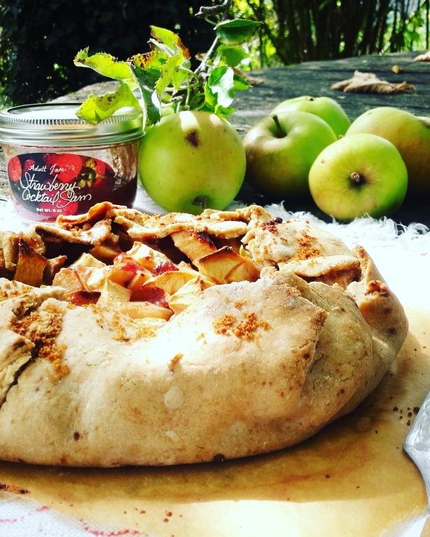 Tarte rustique au pommes & confiture de fraises