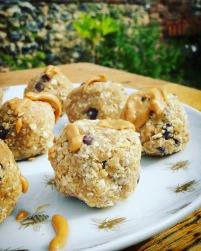cookie balls crus au beurre de cacahuète et miel