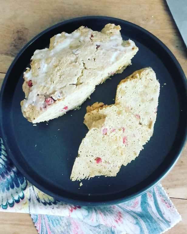 Cake paléo groseille-citron-amande à la vapeur douce