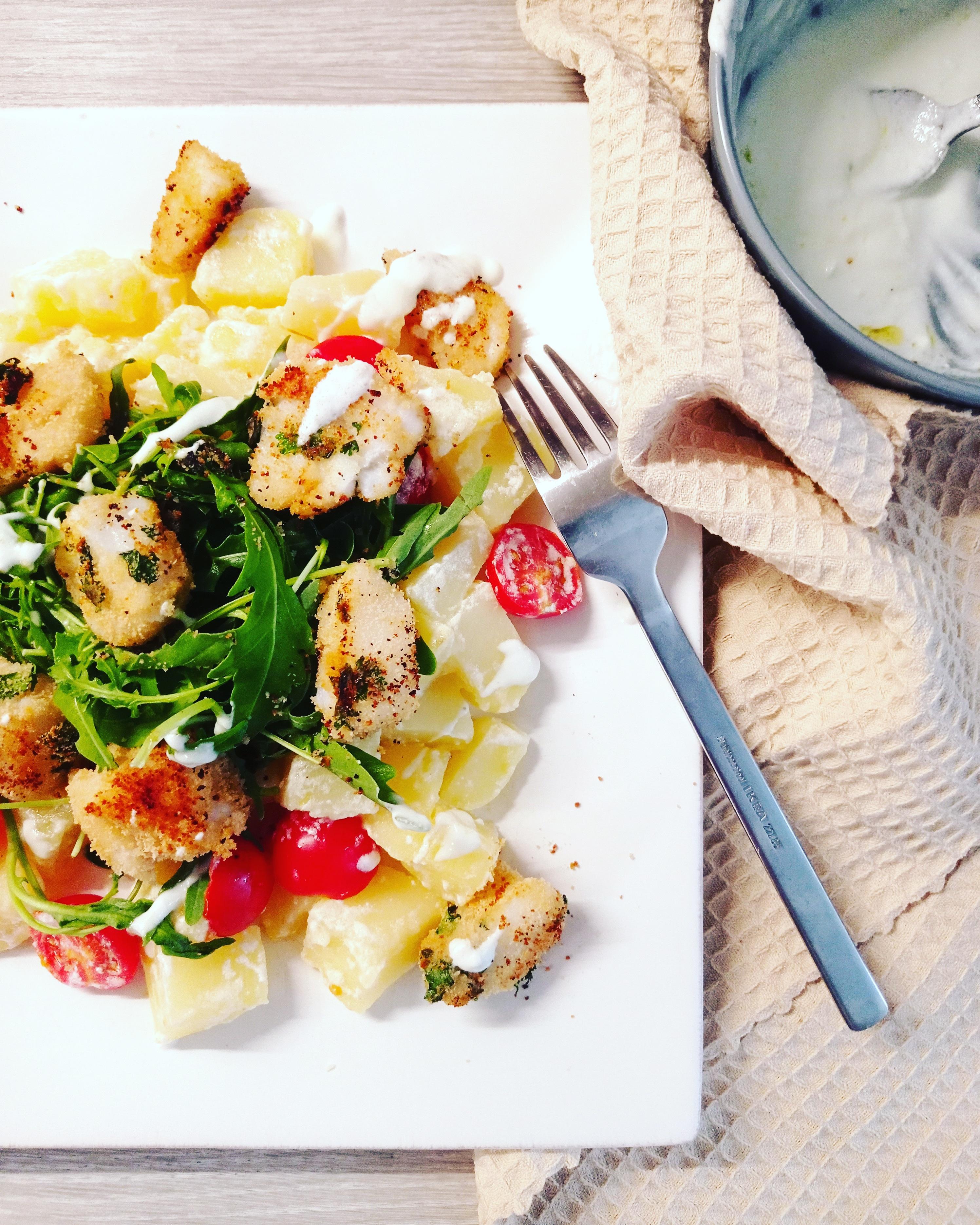 cabillaud pané à la coriandre et salade méditerranéenne Kitchendaily